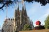 Ev and Steph do Gaudi in Barcelona