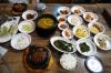 Korean lunch on the Gyeongju tour