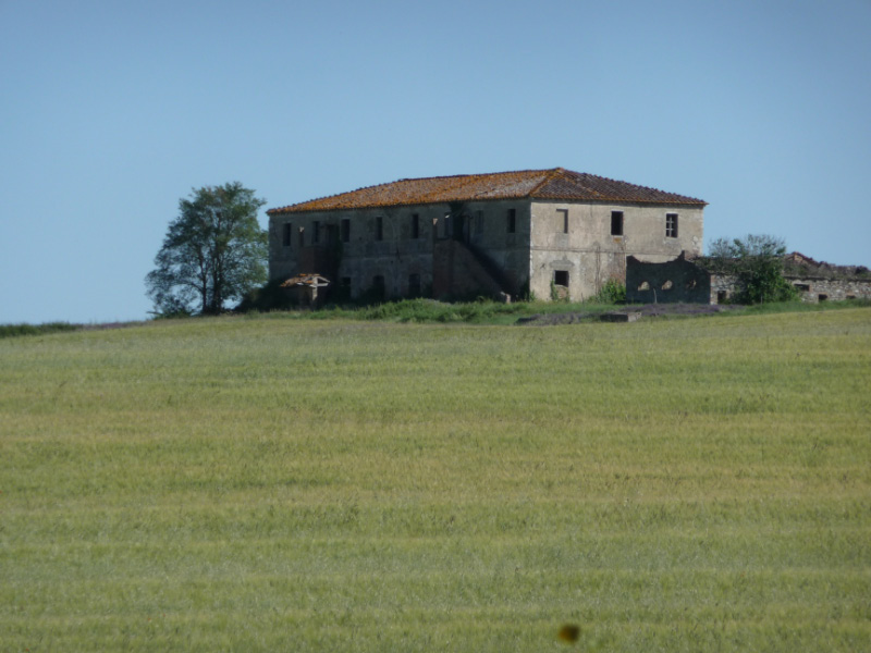 Abandoned farmhouse near Tenuta di Papena