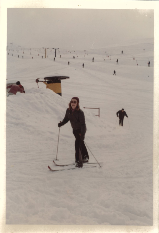 Thea trying to move on the snow. Prato Nevosa, Italy.