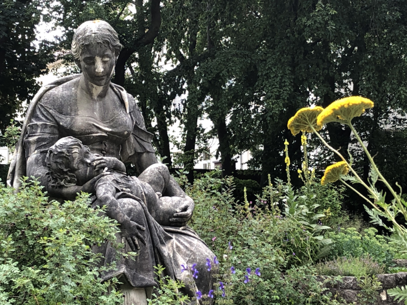 Mother and Child statue, Volkspark Friedrickshain, Berlin DE